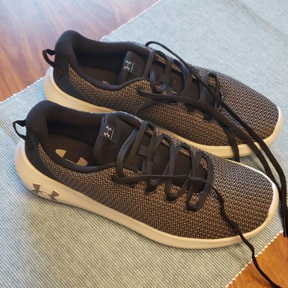 Mens size 7.5 UA shoes
